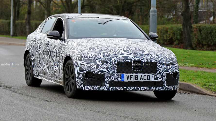 Jaguar XE restyling, con lei arriva l'ibrido?