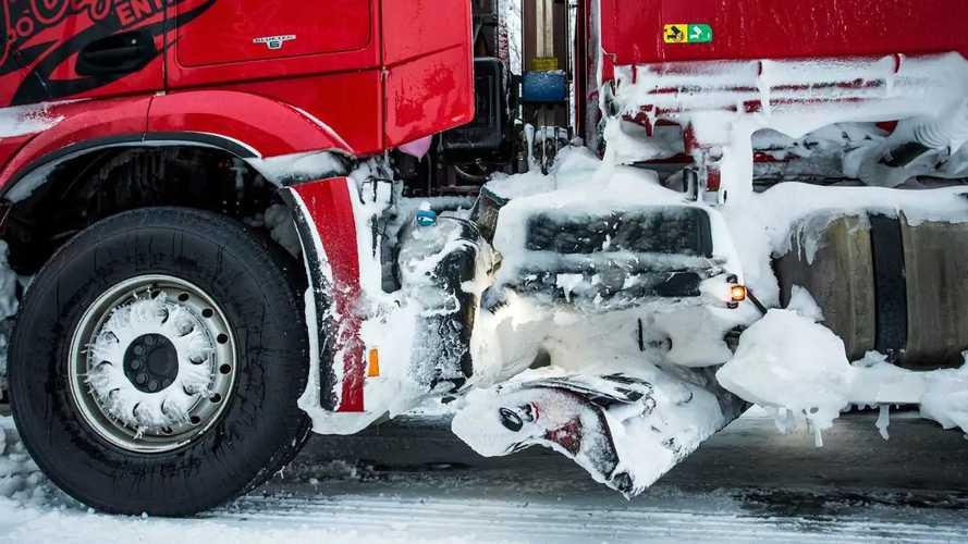 Mercedes-Benz Arocs spazzaneve in Svezia