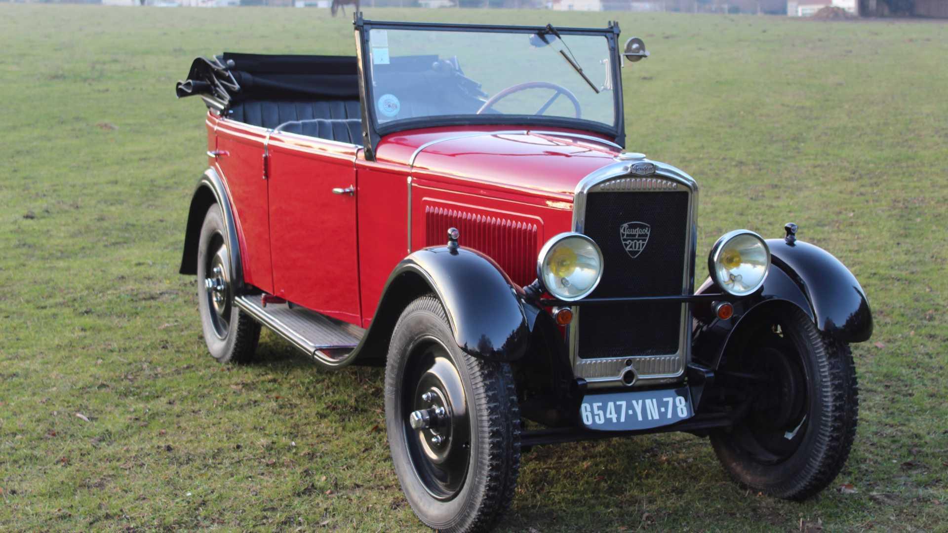 "[""Peugeot 201 Roadster""]"