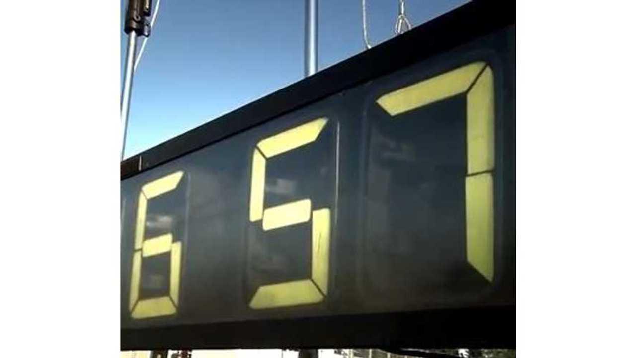 Video: Porsche 918 Spyder Plug-In Hybrid Shatters Nurburgring Lap Record