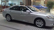 2010 Lexus ES 350 facelift spied in Japanese dealership