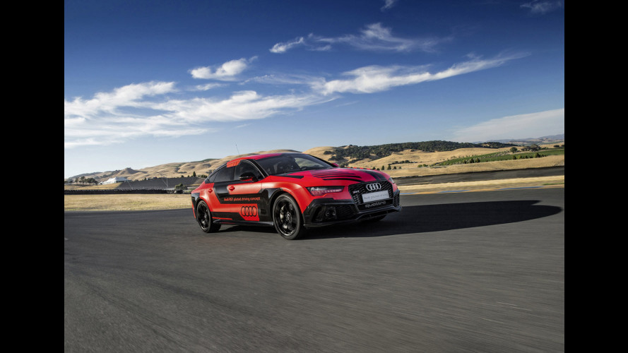 Audi RS 7 piloted driving, da sola in pista a Barcellona