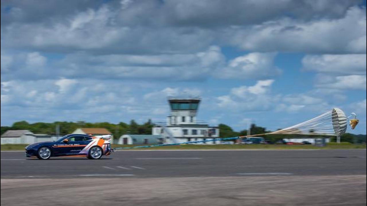 [Copertina] - Jaguar F-Type in corsa per il record di velocità terrestre