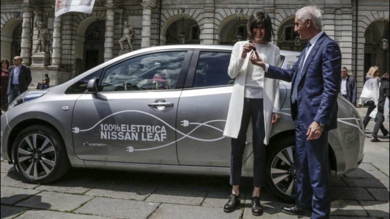 [Copertina] - Una Nissan Leaf a Chiara Appendino