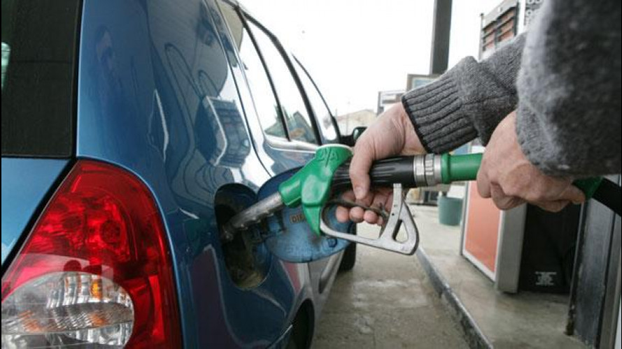 [Copertina] - Miracolo benzina: leggeri ribassi