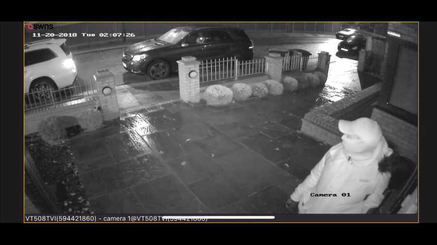 Így lopnak el két Mercedes SUV-t mindössze 30 másodperc alatt