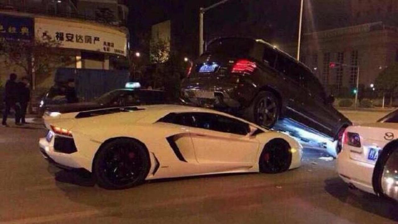 Lamborghini Aventador & Mercedes-Benz GLK crash