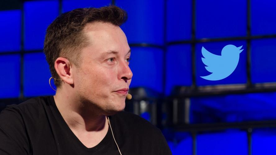 Elon Musk fa un mezzo passo indietro da Tesla. E non cambia nulla