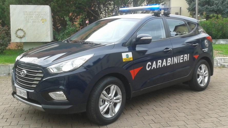 [Copertina] - I Carabinieri viaggiano a idrogeno con la Hyundai ix35 Fuel Cell