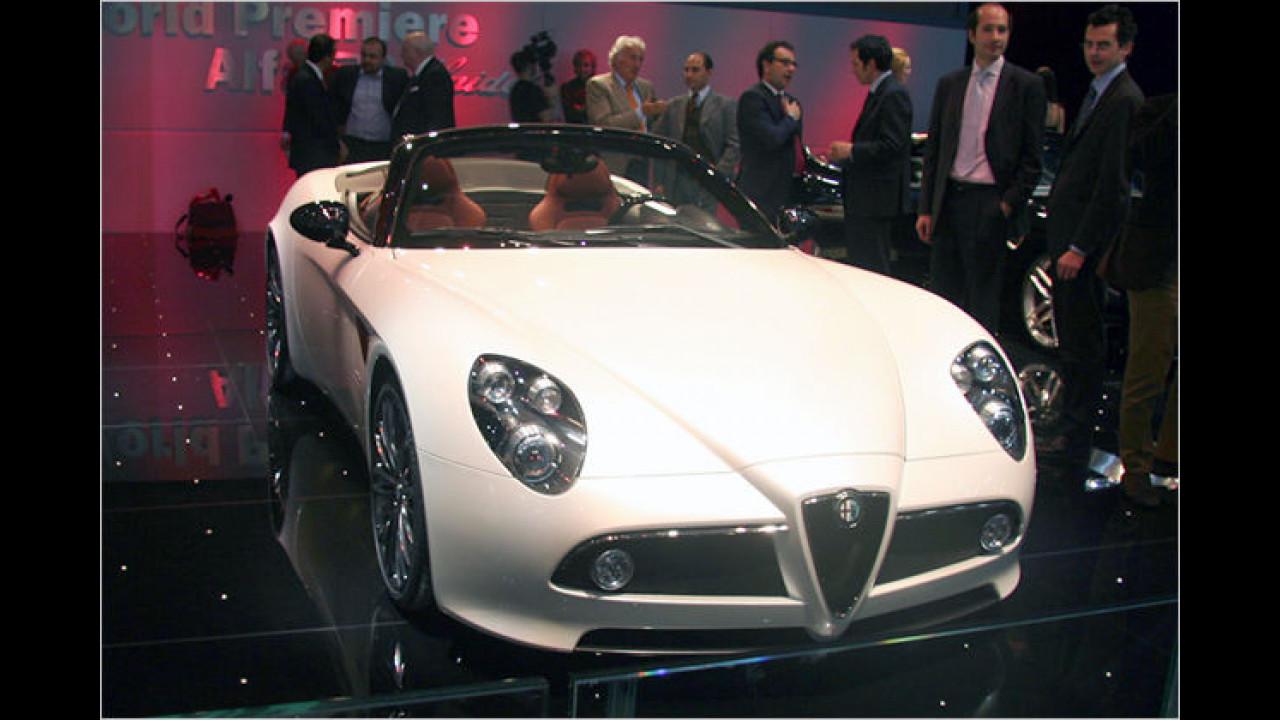 Alfa 8C Spider: Auch die Roadsterversion des 8C Competizione ist 450 PS stark