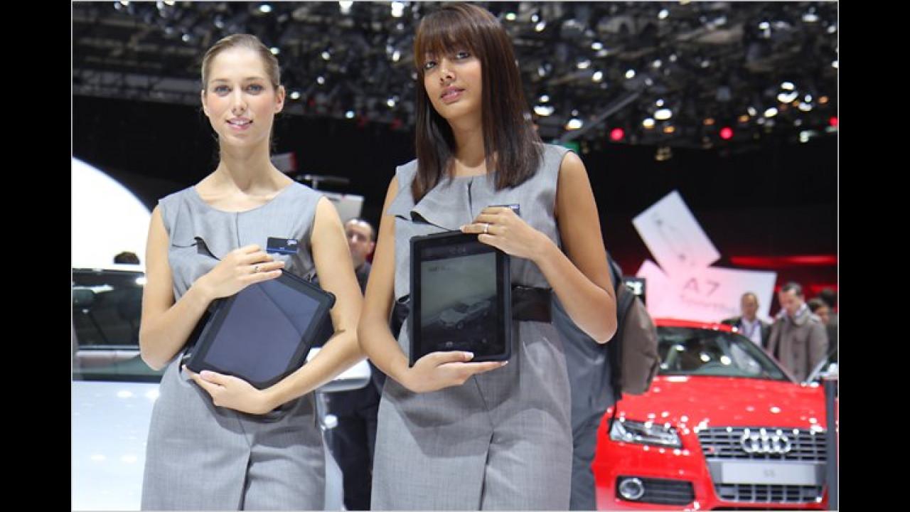 Moderne Technik: Früher wurden Prospekte verteilt, heute wird am iPad vorgeführt