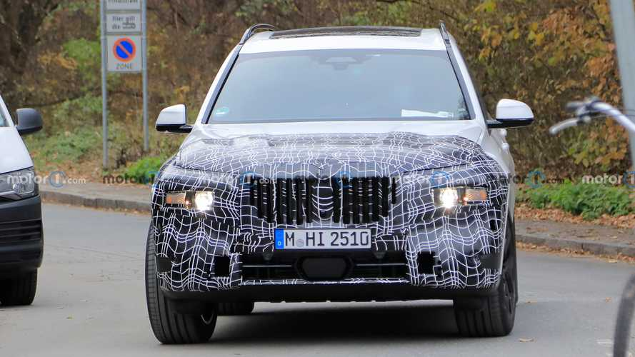2022 BMW X7 facelift spied with lower-mounted headlights?