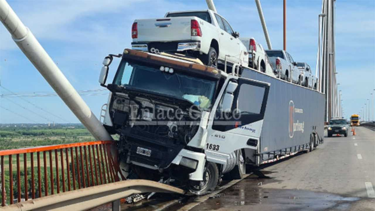 Caminhão com Toyota Hilux 2021 - Colisão
