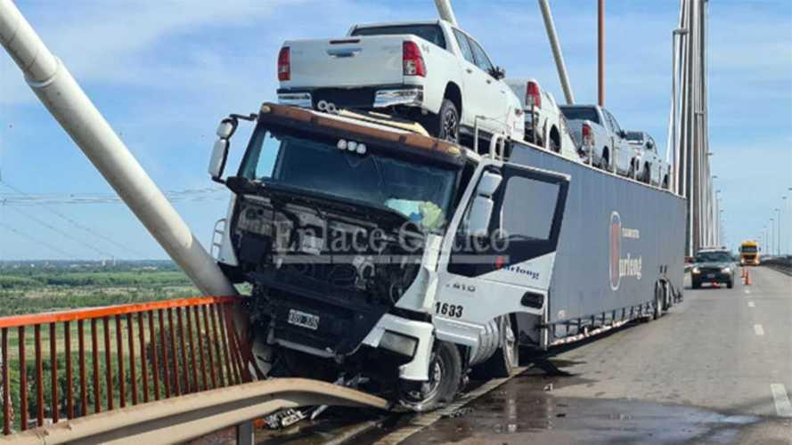 Nova Toyota Hilux 2021 já se envolve em primeiro acidente na Argentina