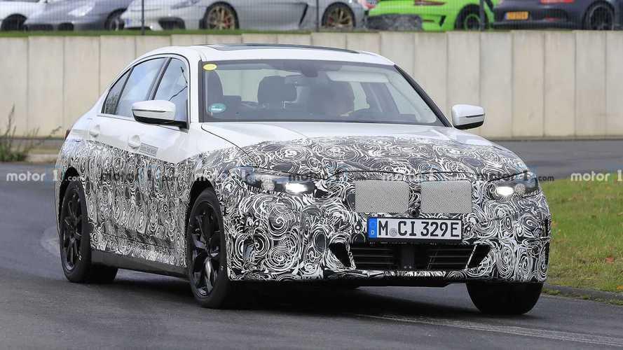 """BMW Série 3 elétrico: novo flagra mostra visual que """"acompanha"""" versão regular"""