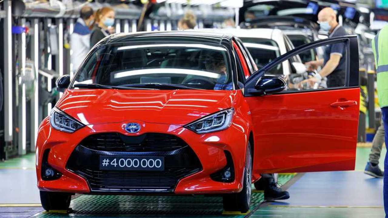 Toyota Yaris Hybrid 4 milioni