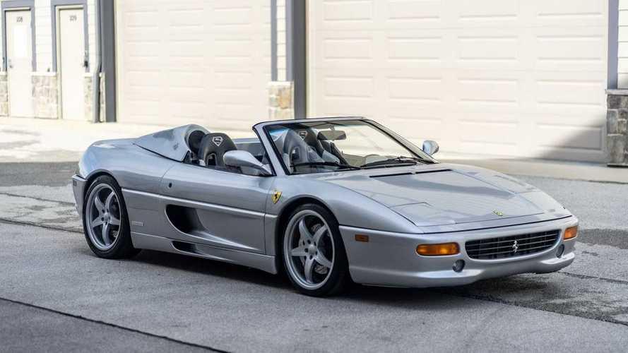 NBA Yıldızı Shaquille O'neal'ın Ferrari F355 Spider'ı satışta
