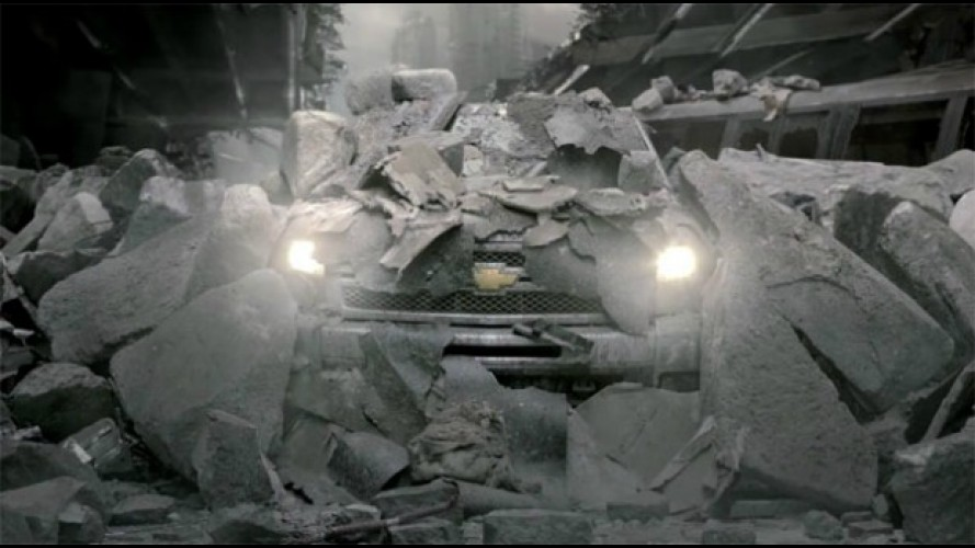 "VÍDEOS DO SUPER BOWL: Chevrolet mostra Silverado ""indestrutível"""