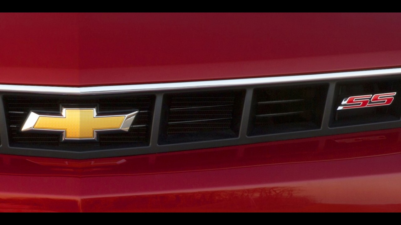 Chevrolet revela primeira imagem do Camaro reestilizado
