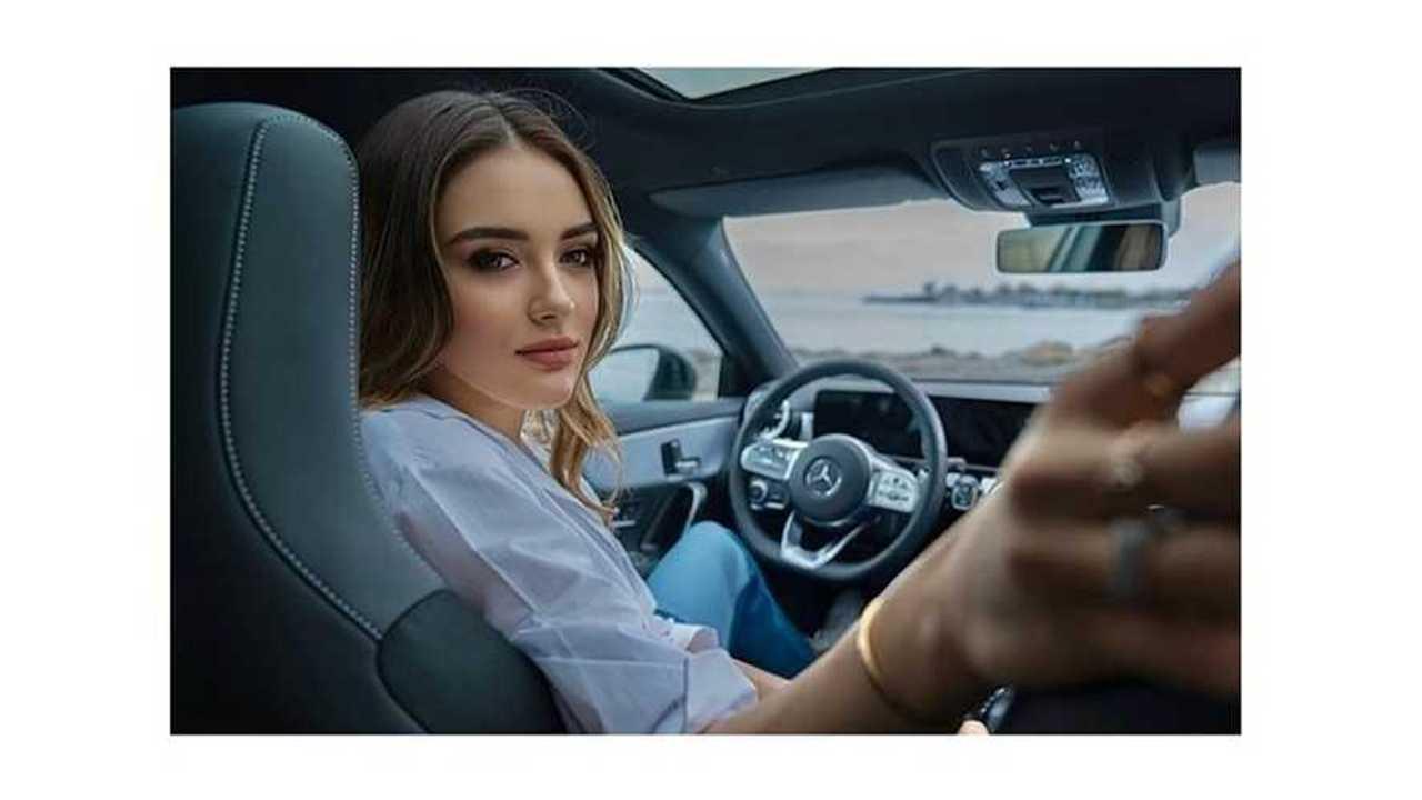 Zehra Gunes atlet voli Turki yang memikat dan penyuka Mercedes