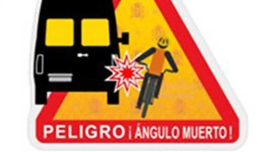 La DGT implementa una nueva señal en vehículos voluminosos