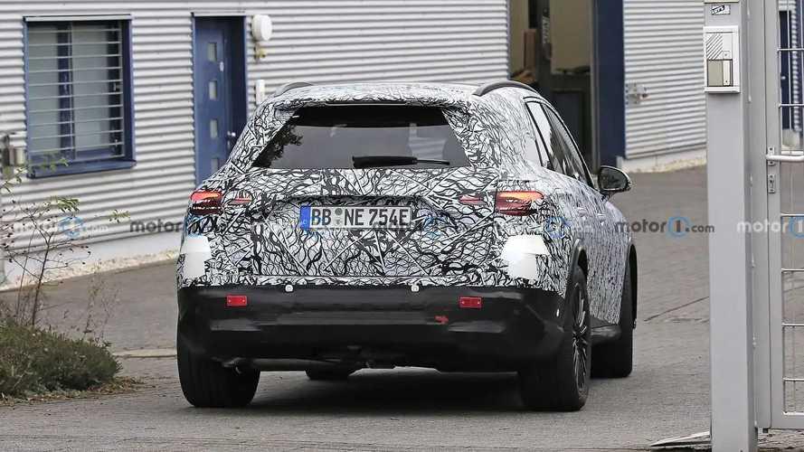 2023 Mercedes GLC Spied Putting Rear-Wheel Steering To Work