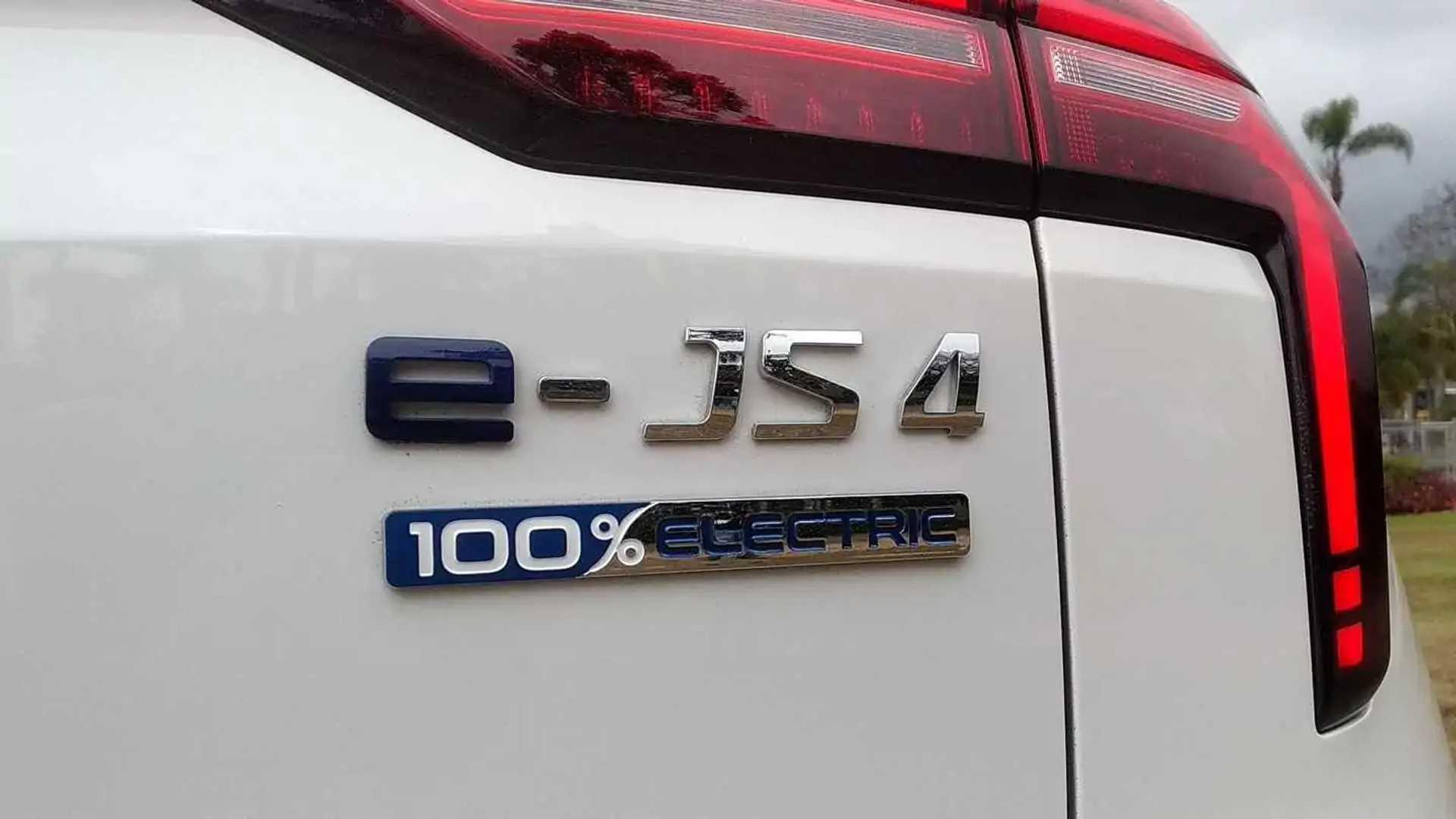 https://cdn.motor1.com/images/mgl/pKz4r/s6/jac-e-js4---test-drive-5-logo.jpg