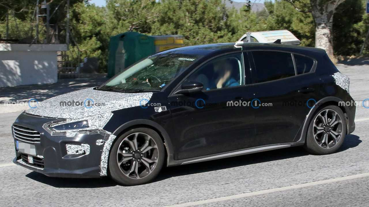 New Ford Focus Active spy photos.