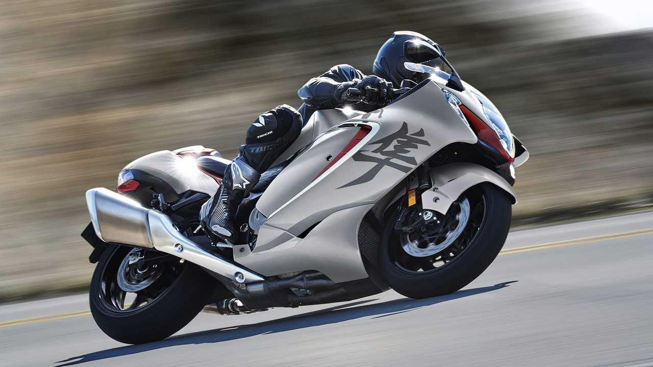 2022 Suzuki Hayabusa, Action, Silver and red, Lean