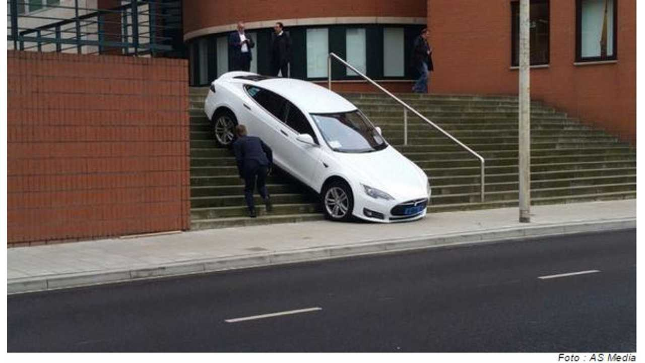 Tesla Model S Taxi Driver Chooses To Take The Stairs (Update)