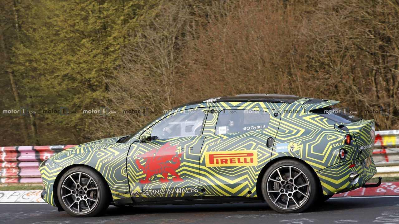 Aston Martin DBX photo espion