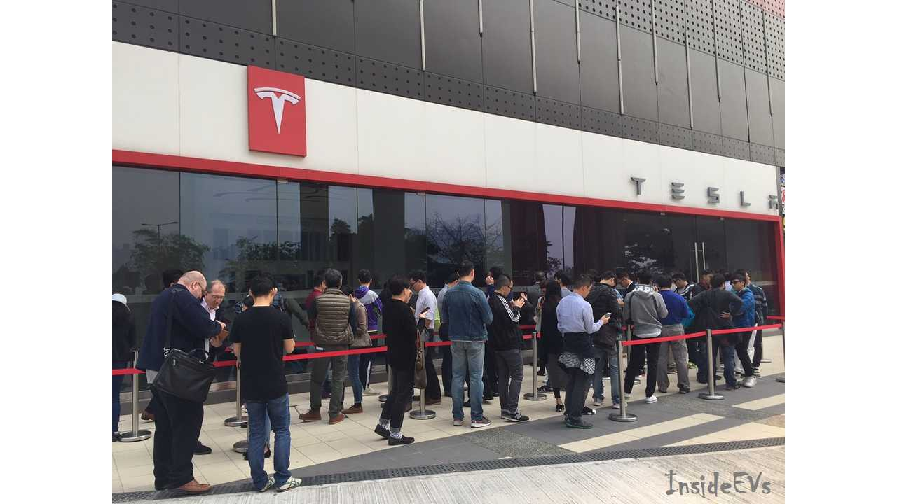 Musk: Tesla Received 276,000 Deposits For Model 3 Over First Three Days