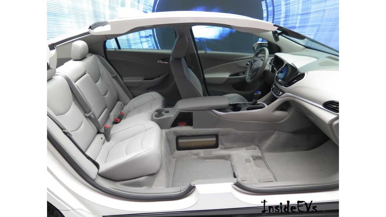 2016 Chevrolet Volt Cutaway At NAIAS Showing Rear Seating. Image Credit: Tom Moloughney/InsideEVs