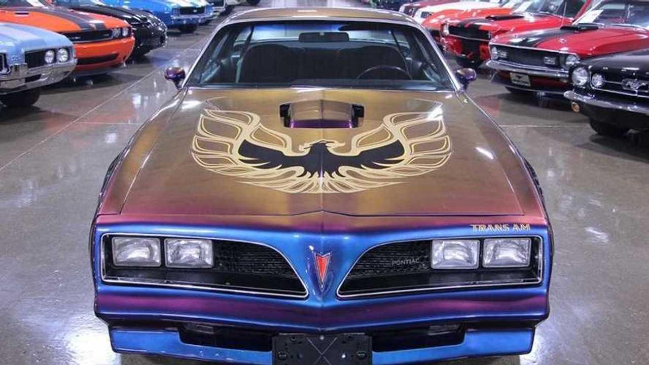 Unique Paintjob: 1977 Pontiac Firebird Trans Am