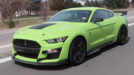 Green And Blue Ford Mustang Shelby GT500s Caught In Traffic
