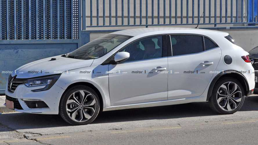 Renault Megane hybrid spied under development with 2 test prototypes