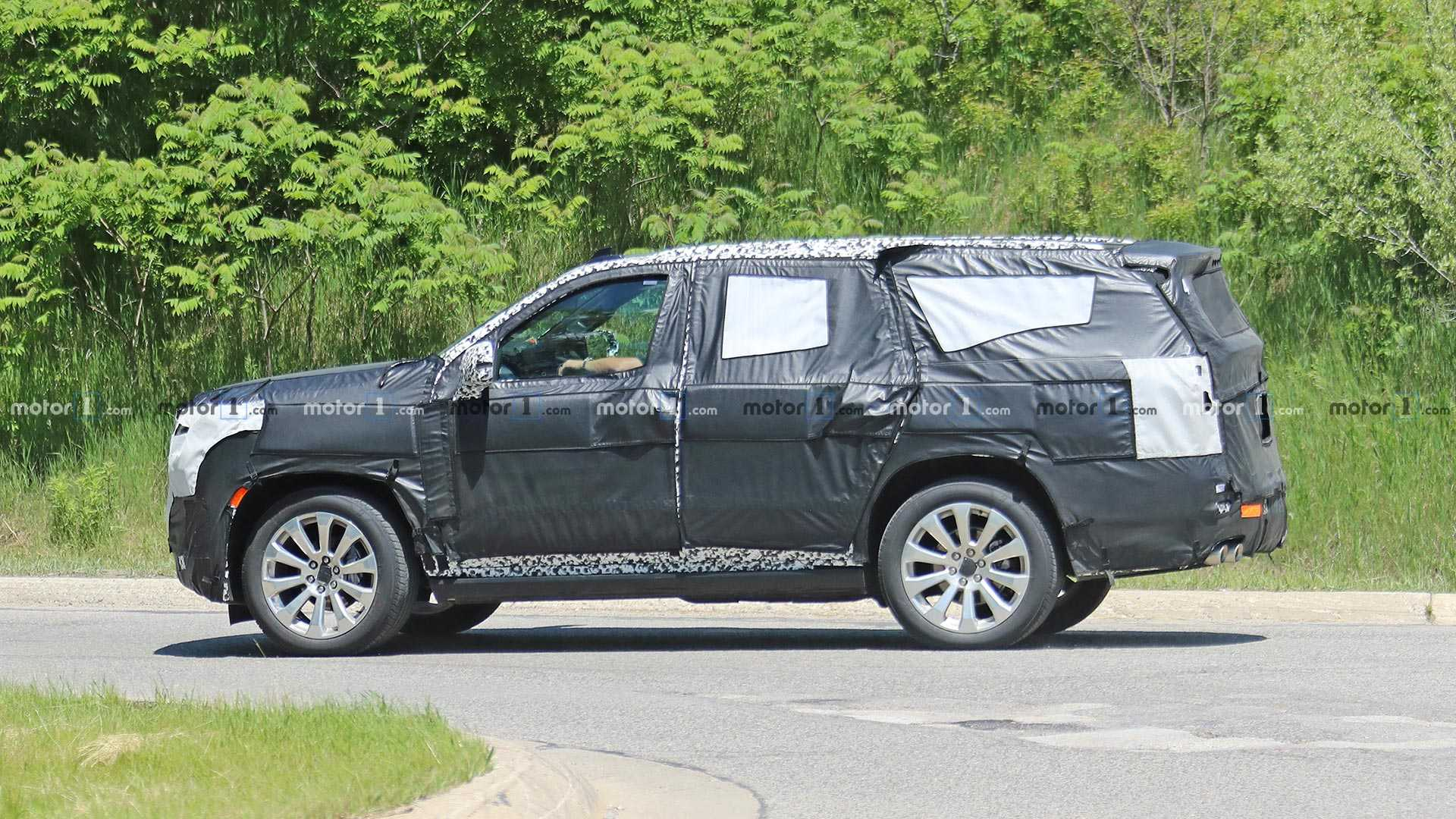 2019 - [Chevrolet/GMC] Tahoe / Suburban / Yukon Chevrolet-tahoe-high-country-spy-shots