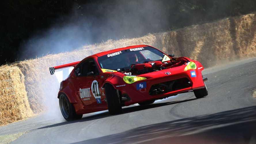 VIDÉO - La Toyota GT 86 à moteur Ferrari fait le show à Goodwood !