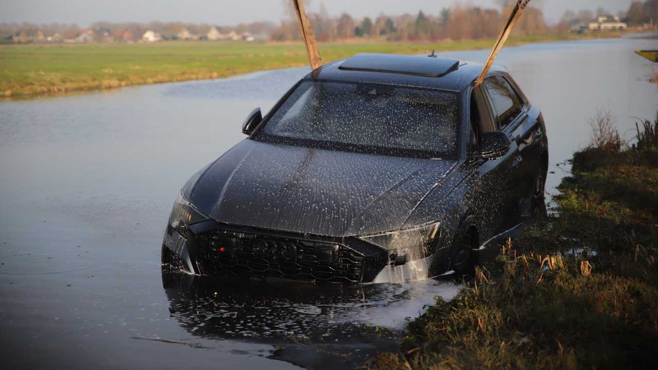 2020 Audi RS Q8 accident in Reeuwijk