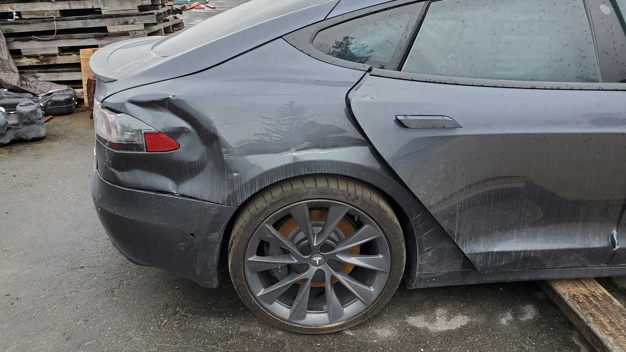 This Is The Story Of The Model S That Ran A Red Light And Crashed