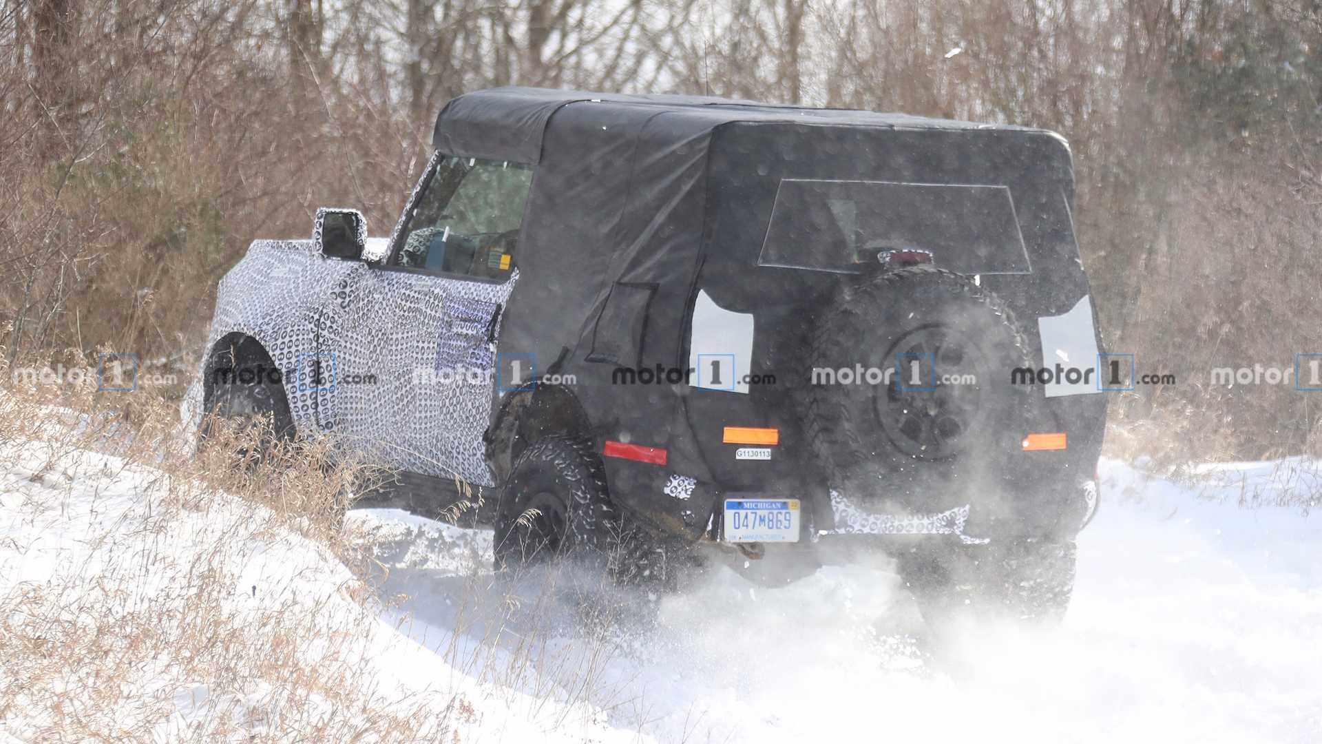 2020 - [Ford] Bronco VI - Page 2 2021-ford-bronco-two-door-spy-shot