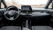 Обновленная Toyota C-HR фастфуд-тест (интерьер)