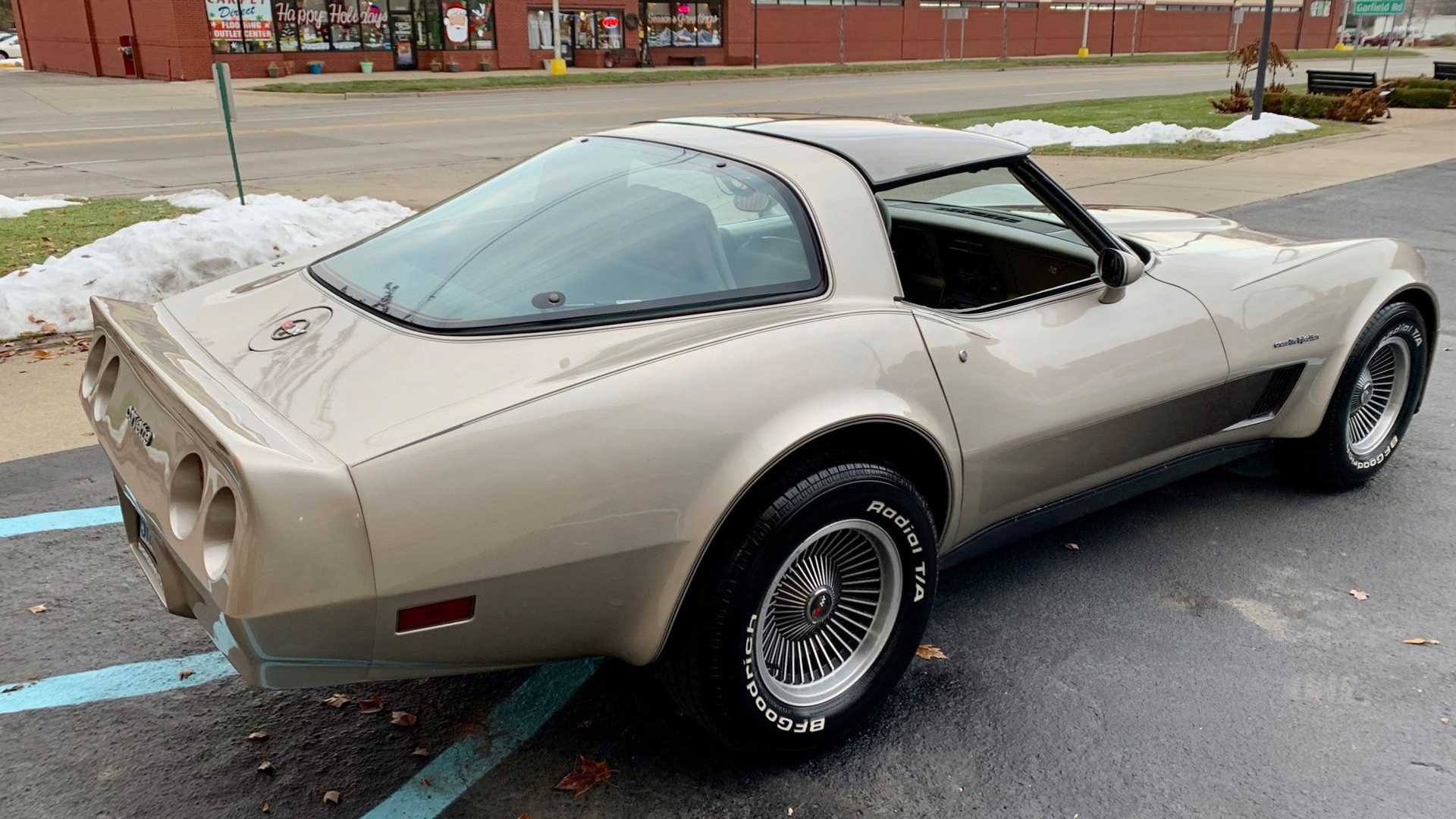 "[""1982 Corvette Collectors""]"
