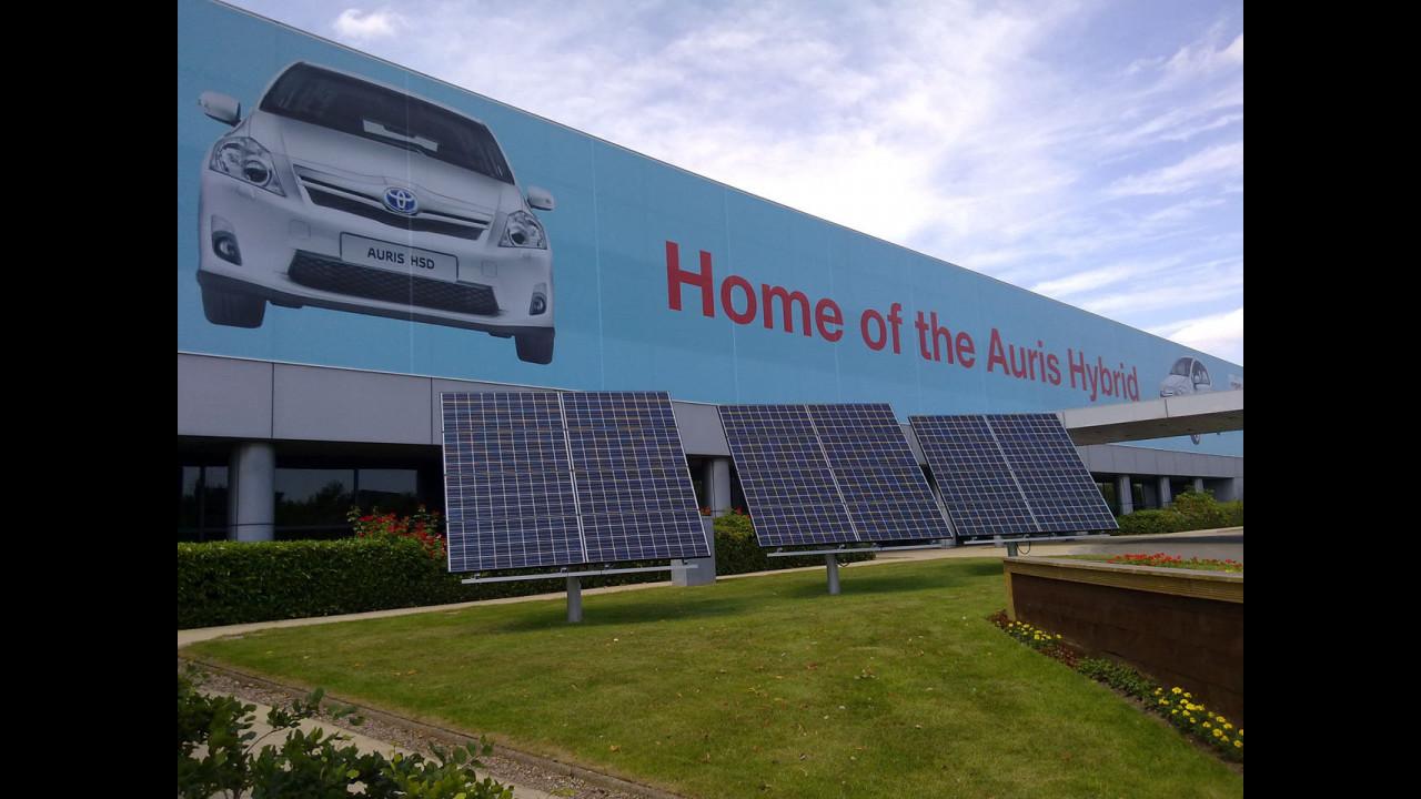 Produzione della Toyota Auris HSD, a Burnaston