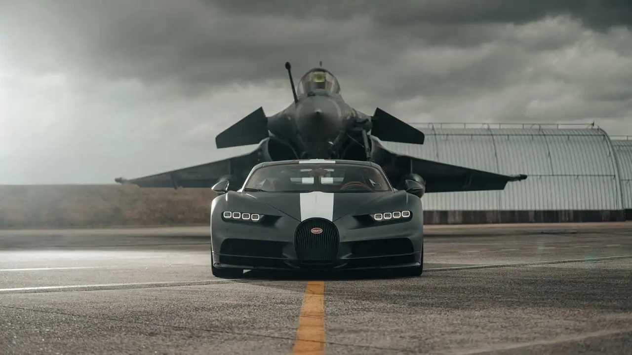 Bugatti Chiron Légendes du Ciel vs Jet militare, le foto della drag race