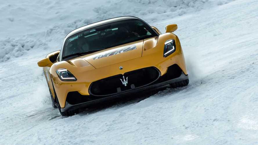 La Maserati MC20 en pleine neige