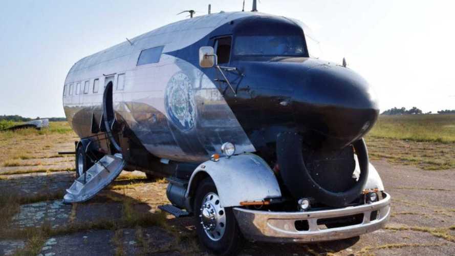 Посмотрите, какой кемпер сделали из самолета Второй мировой