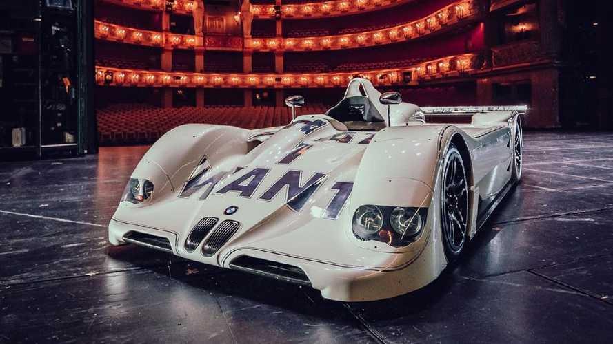 BMW Art Car Legendaris Ditampilkan dalam Gedung Opera Munich