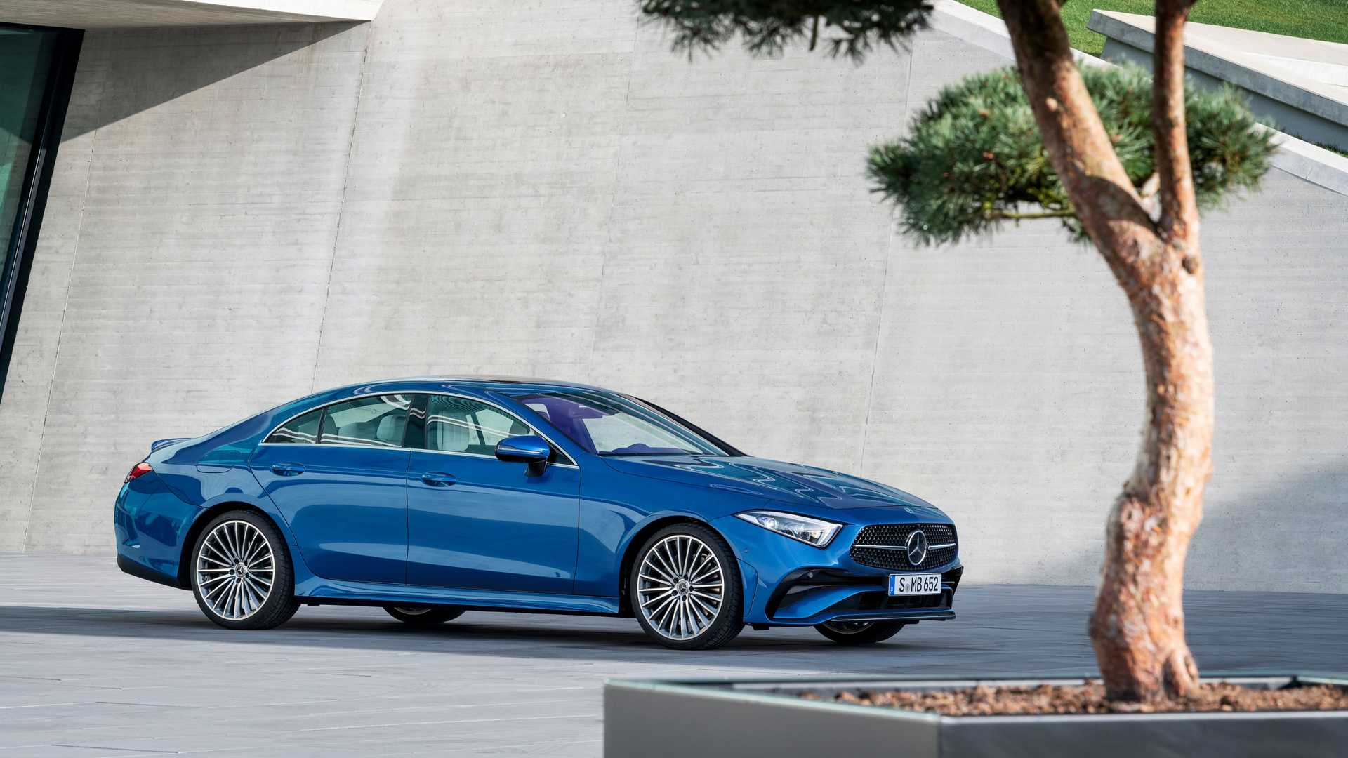 2022-mercedes-benz-cls-450-4matic-front-with-tree.jpg