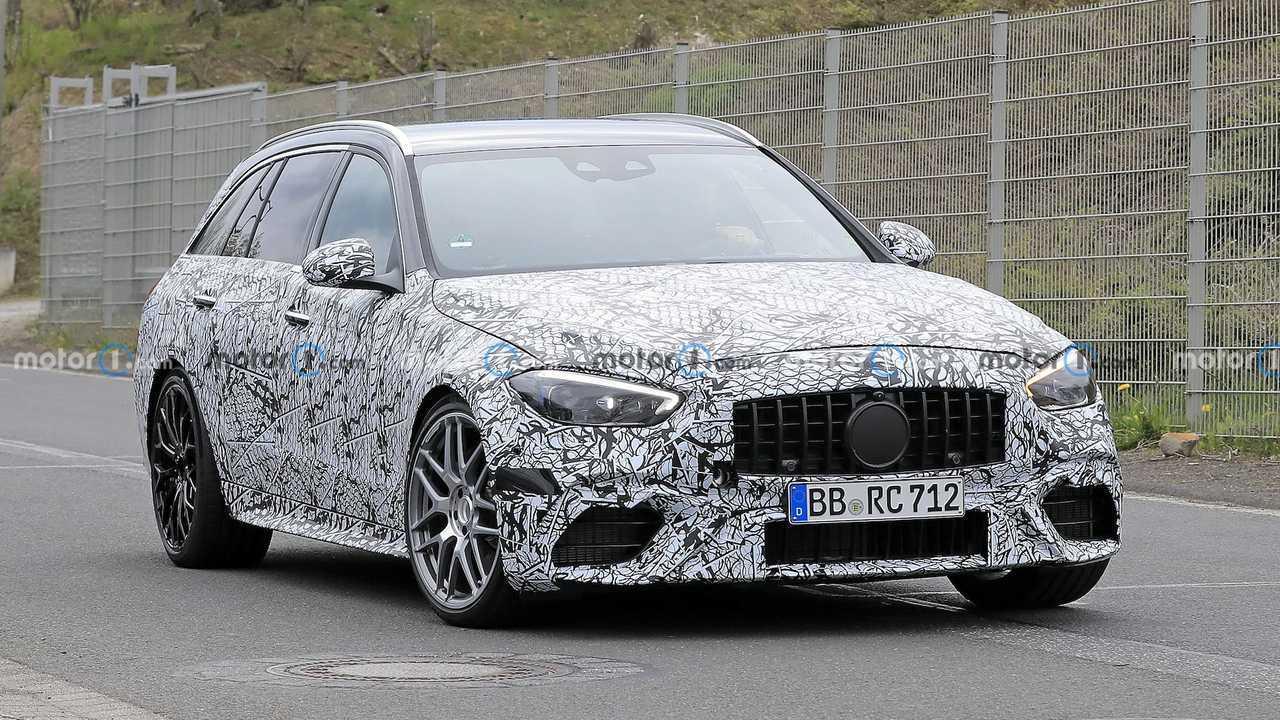 Prototyp des neuen Mercedes-AMG C 63 T-Modells mit weniger Tarnung